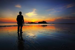 alone-backlit-beach-412086